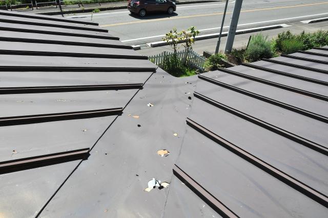屋根塗装の剥がれとは?